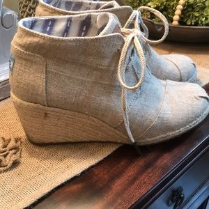 🌸ladies size 9 Toms wedge boots